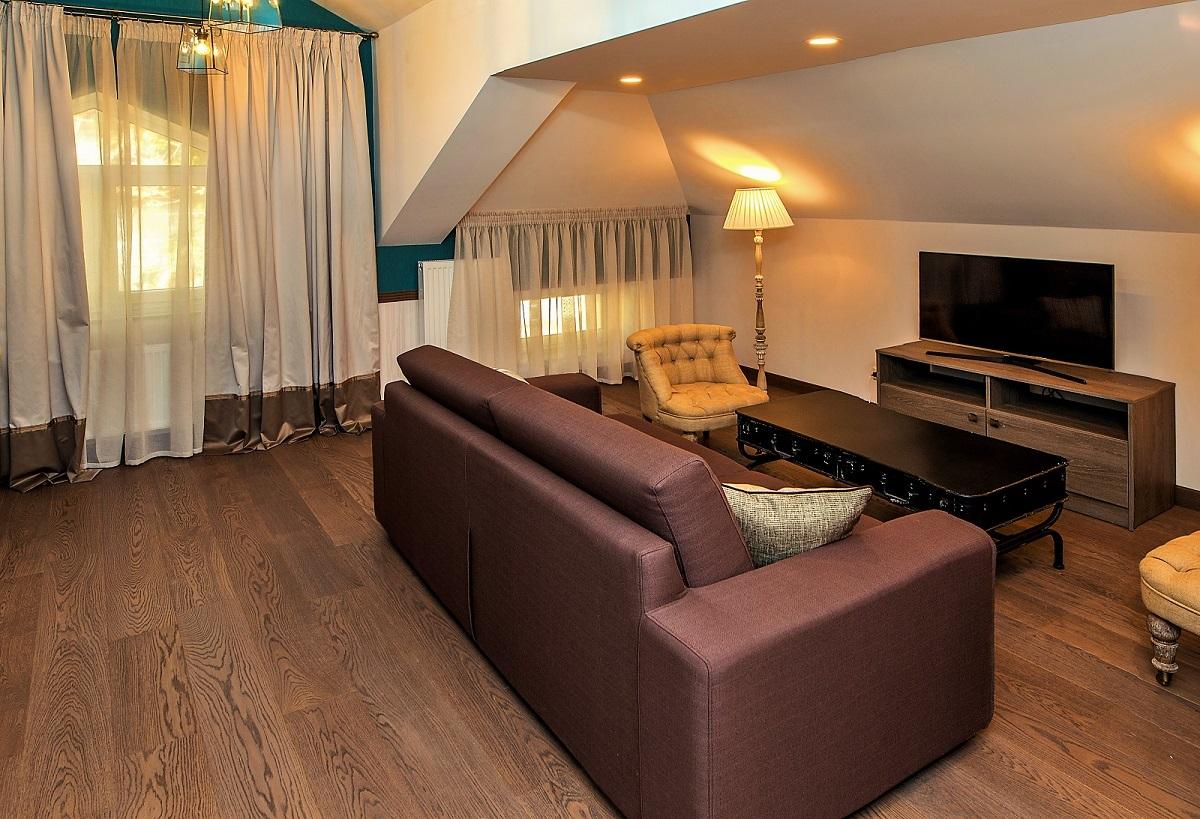 Zentrum Suite #302